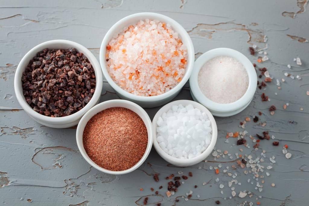 Dlaczego warto ograniczyć sól w codziennej diecie?
