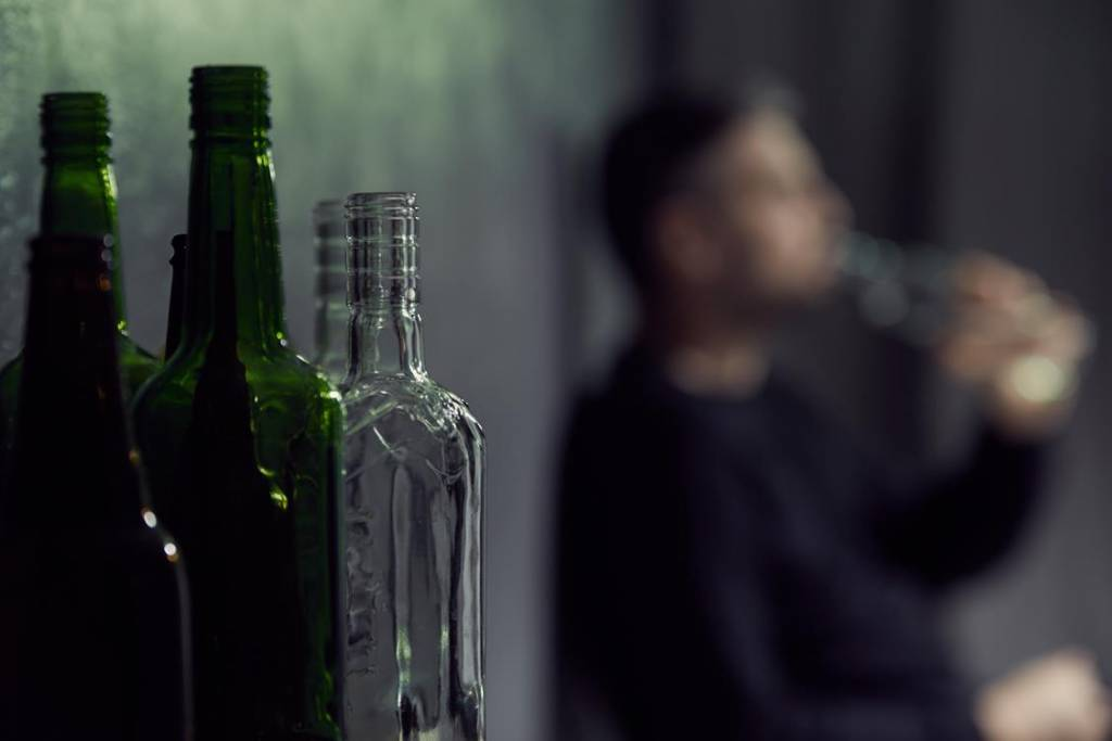 """""""Spowiedź z butelki"""" – historia lekarza alkoholika"""