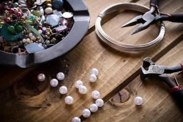 Własnoręcznie robiona biżuteria – dla początkujących