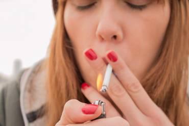 Zbyt wiele młodych osób w Polsce nadużywa palenia papierosów