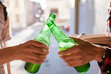 Zbyt wiele młodych osób w Polsce spożywa alkohol