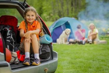 Wakacje pod namiotem – co spakować na biwak?