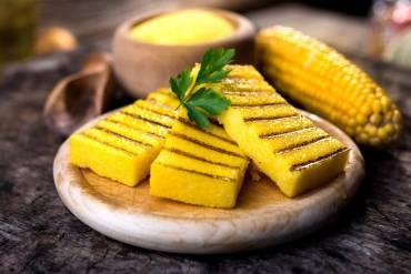 Przepisy: polenta z kaszy kukurydzianej