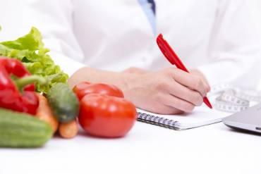Dietetyk nie gryzie – dlaczego warto korzystać z jego usług?