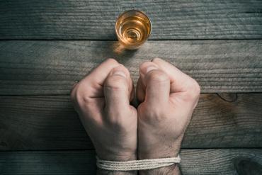 Czym jest alkoholowy zespół abstynencyjny?
