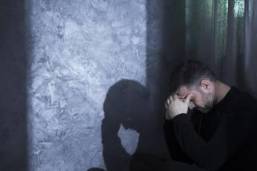 Alkoholowy zespół abstynencyjny – przyczyny, objawy, czas trwania i leczenie