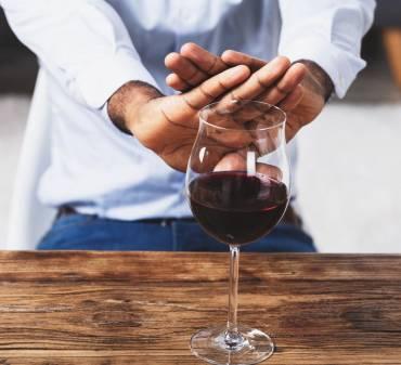 Leczenie farmakologiczne alkoholizmu – czy to skuteczne rozwiązanie? Kiedy sięgnąć po tabletki antyalkoholowe?